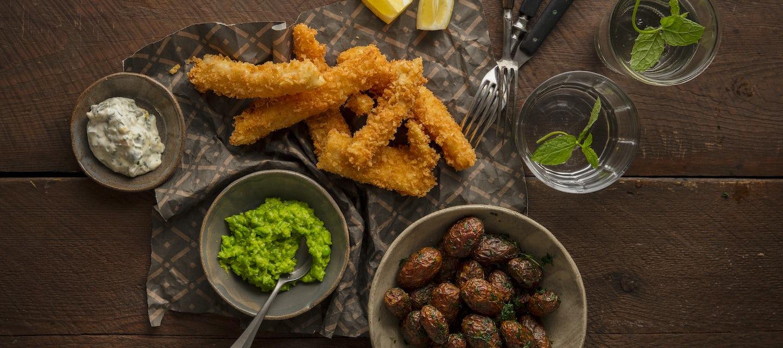 Itsetehdyt kalapuikot ja frittiperunat
