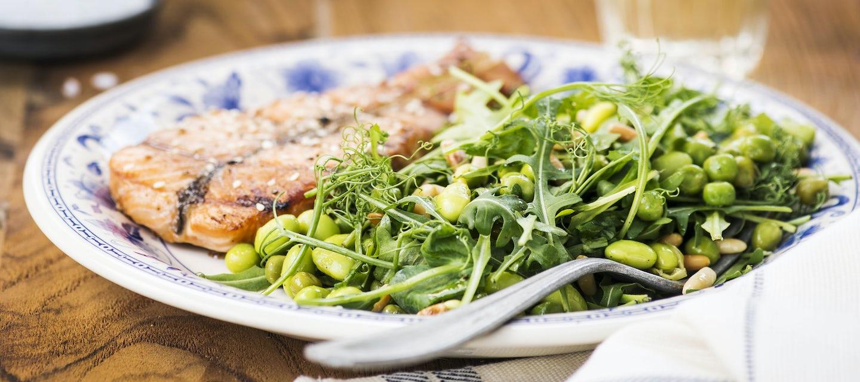 Vihreä soijapapusalaatti