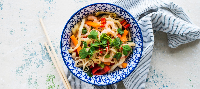 Paistetut nuudelit eli chow mein