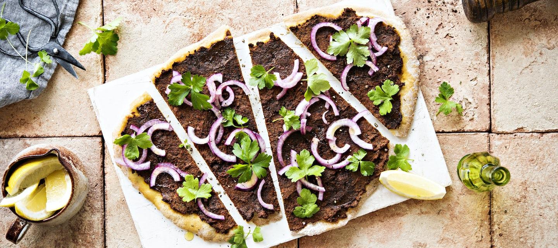 Lahmacun eli turkkilainen jauhelihapizza