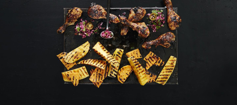 Broilerin koipipalat, grillattu ananas ja bataatti