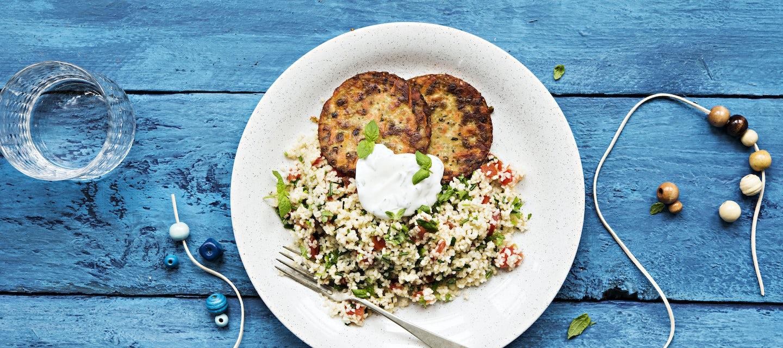 Porkkana-kvinoapihvit ja bulgursalaatti