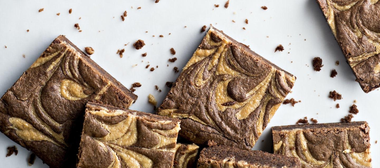 Maapähkinävoi-brownie