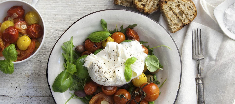 Burrata ja  paahdetut tomaatit