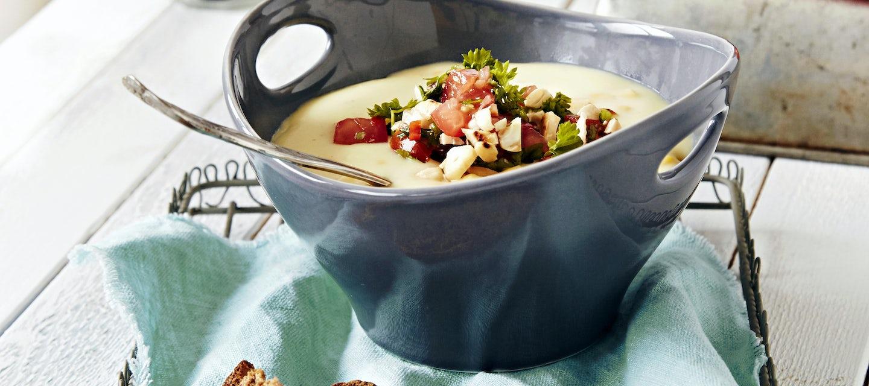 Peruna-maissikeitto ja tomaatti-pähkinähöystö