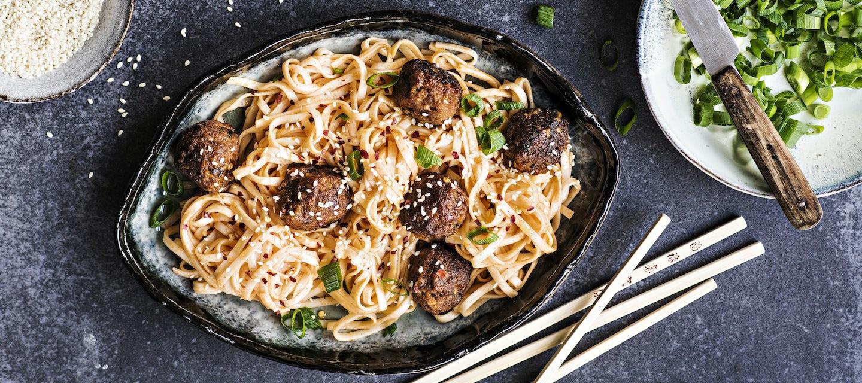 Korealaiset lihapullat ja nuudelit