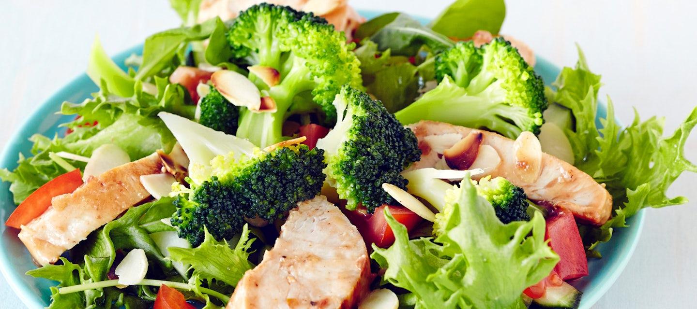 Broileri-parsakaalisalaatti
