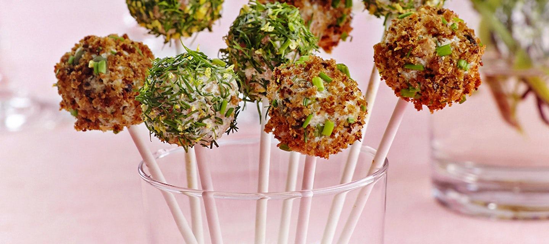 Suolaiset cake pops -voileipäkakkutikkarit