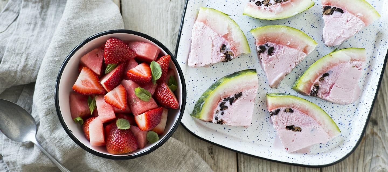 Jäätelömeloni ja mansikkasalaatti