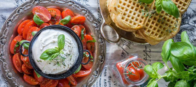 Tomaattisalsa ja vaahdotettu feta