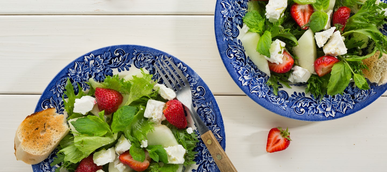 Feta-mansikkasalaatti
