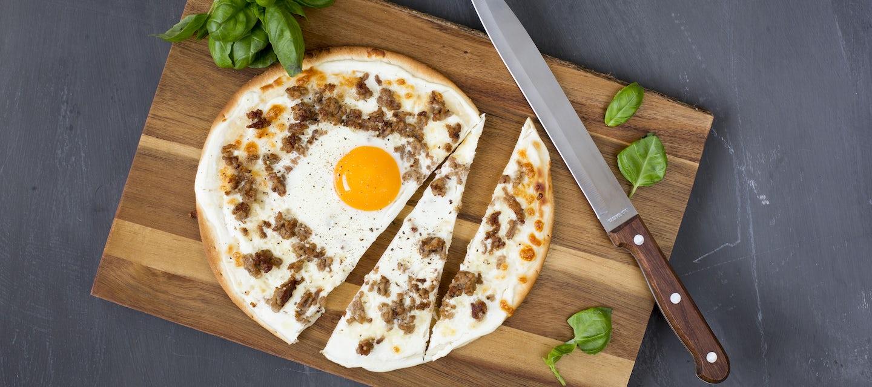 Valkoinen jauheliha-kananmunapizza