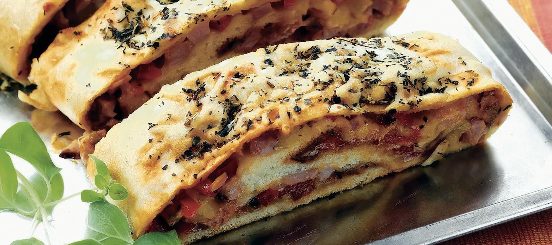 Kinkkutäytteinen rullapizza