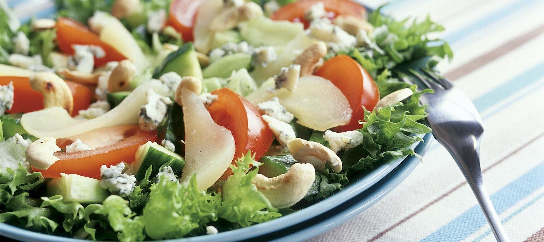 Juusto-pähkinäsalaatti