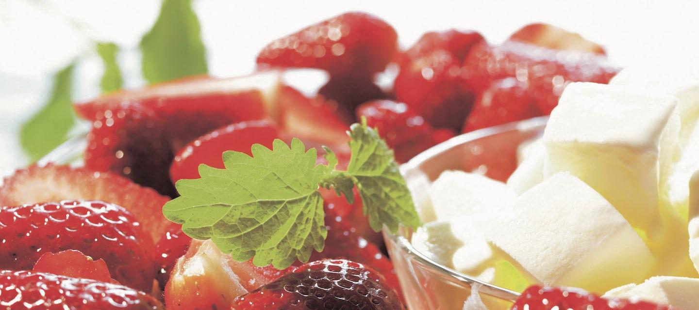 Balsamicosiirappia ja mansikoita
