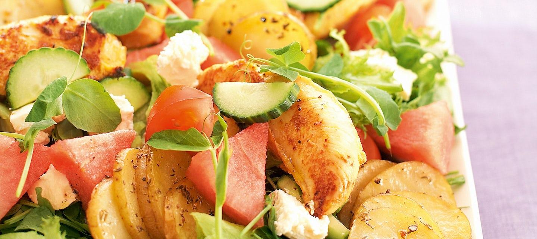 Feta-vesimelonisalaatti ja broilerinsisäfileet